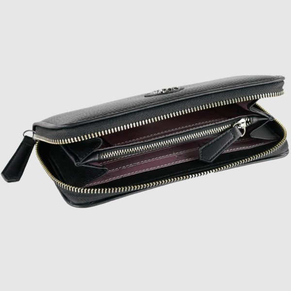 de la gama Passione. Este monedero destaca por tener un diseño atractivo y moderno en tonos negros. Tiene varios compartimentos en su interior