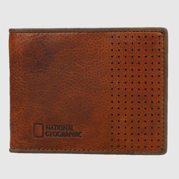 Elbilletero de piel americano es un clásico en los bolsillos de cualquier hombre. Este modelo de marca National Geographic tiene un diseño muy original que gustará a jóvenes y mayores. Dispone de hasta 5 compartimentos para tarjetas