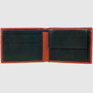 dos compartimentos para billetes y monedero. Sus acabados hacen de este billetero una buena elección para cualquier persona.