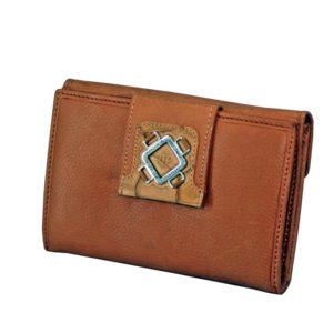 Este billetero con monedero fabricado en piel de primera calidad de la marca Marsanpiel es una extraordinaria pieza de marroquinería. Con un tacto muy suave destaca el color natural de la piel y el formato original del mismo. Espacio para 12 tarjetas