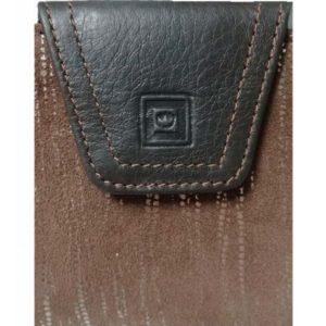 Billetero de piel de mujer confeccionado por la firmaCasanova y fabricado en España. Ofrece un diseño peculiar