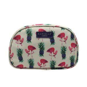 Esta bolsa de aseo original y con los bordes redondeados de la marca británica Danielle te demostrará por qué la colección Flamingos es una de las más exclusivas del mercado. Podrás llevar contigo tus complementos de aseo y maquillaje con este diseño original y exclusivo de esta. ¿Te vas a quedar sin él?