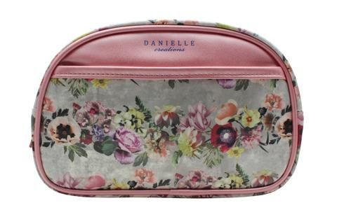 Bolsa de aseo Danielle que por sus dimensiones es ideal para llevar el maquillaje u otros utensilios necesarios para el viaje. Pertenece a la colección Floral Garland