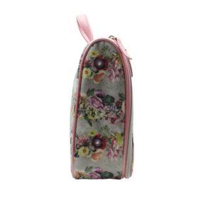 que ha creado la colección Floral Garland para añadir elegancia y alegría a tus viajes con su diseño de flores
