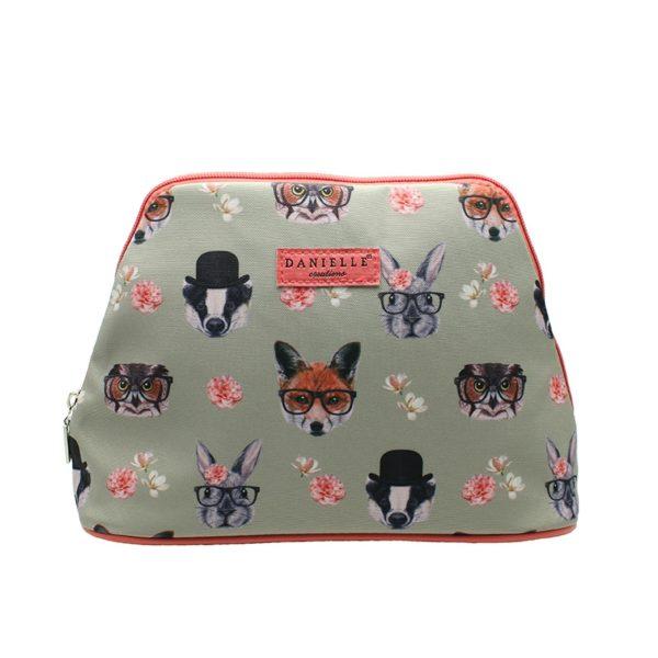 Esta increíble bolsa de aseo fabricada por la prestigiosa marca británica Danielle forma parte de la colecciónWoodland