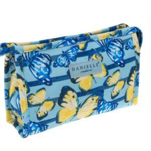 Estabolsa de aseo para mujer de la marca Danielle es ideal para llevar en el bolso dado su reducido tamaño. Y es que la nueva colección mariposas ha pensado en todos los formatos que puedes necesitar. Su interior tiene un acabado de primera calidad.