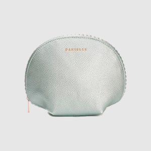 Bolsa de cosméticos Danielle que ha creado la nueva colección Shimmer Shells