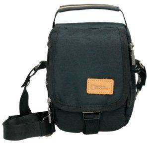 Bolso bandolera de la nueva colección Origin. Este bolso para hombre tiene un compartimento con cremallera
