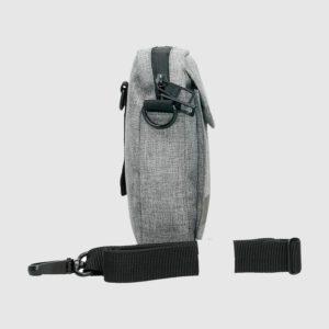que nos presenta una amplia gama de bolsos hombre con un diseño elegante para acompañarlos en su día a día. Este bolso messenger de la marca National Geograhic cuenta con correa ajustable para poder colgar