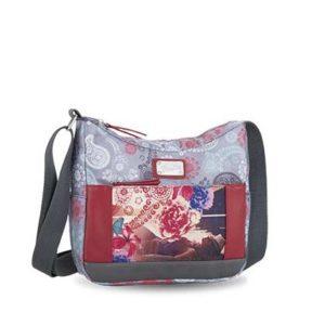 Este bolso cruzado es el formato preferido por las mujeres para el día a día. Con una bandolera regulable y un interior con todos los apartados que necesitas para llevar tus cosas bien organizadas
