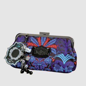 Este bolso de ceremonia para mujer ha sido creado por el prestigioso diseñador británico Laurence Llewely-Bowen. Combina a la perfección un diseño colorido con una estructura metálica que permite abrir en su totalidad la cartera para poder ver todo su interior. Interior que por cierto está fínamente acabado y dispone de un bolsillo muy práctico.