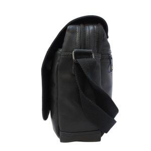 Bolsito para hombre tipo messenger en piel PU con solapa protectora. Un modelo de la colección Dean de National Geographic