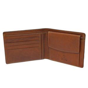 Todo un clásico en los bolsillos de cualquier hombre: el billetero americano. Este modelo de la marca National Geographic tiene un diseño atractivo y original con cierto aire juvenil que gustará a todos. Dispone de espacio para 5 tarjetas