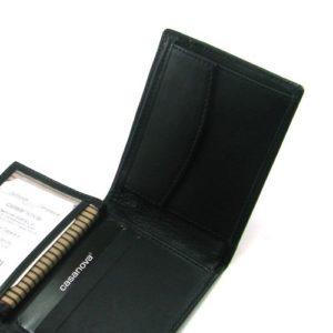 hecho con piel de vacuno de primera calidad y fabricado en España por la marca Casanova Esta cartera está hecha en piel suave y excelentes acabados
