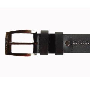 Este elegante cinturón de piel para caballero ha sido fabricado por Marsanpiel usando un cuero de primera calidad que le da consistencia y un tacto suave. Con este cinturón tendrás un comodín que podrás usar con cualquier clase de pantalón ya sea de sport o clásico.