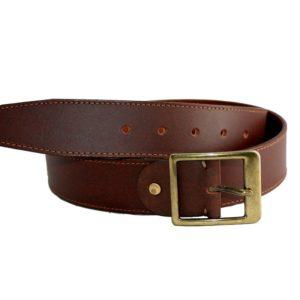 Este fantástico cinturón de piel es ideal para usarlo con tus jeans o pantalones chinos. La piel rústica de color marrón y hebilla en oro viejo le dan ese aspecto casual que tanto te gusta