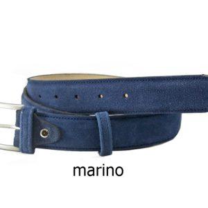Este cinturón de piel fabricado en serraje está siendo el complemento más utilizado tanto por hombres como por mujeres en la moda actual. Perfecto para combinarlo con tu calzado de serraje tan de moda esta temporada. Dispone de una amplia gama de colores para que lo encuentres acorde a tus necesidades.