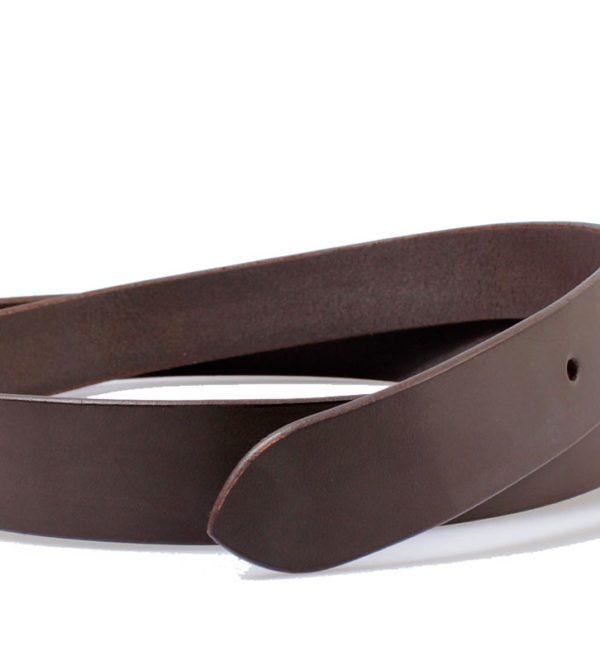 Si buscas el complemento perfecto para tus vaqueros sin duda que con este cinturón de piel has encontrado lo que buscabas. Fabricado en piel vacuno por la marca Marsanpiel el diseño está pensado para lucir con tus jeans