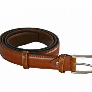 Cinturón caballero de piel Márquez. Un cinturón que no pasa de moda porque siempre está de moda. Fabricado en vacuno de primera calidad con un toque de brillo este cinturón será tu compa~nero en los eventos más importantes; bodas