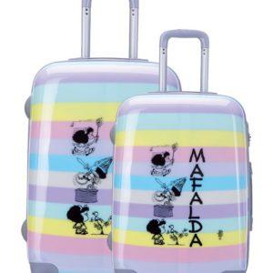Juego de maletas de viaje Mafalda de policarbonato rígido. La nueva colección Zahara nos muestra varias escenas del personaje del genial Quino enfrentándose a la vida como solo Mafalda sabe. Tus viajes nunca serán igual con estas estupendas maletas con acabado de primera calidad