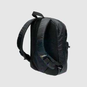 un bolsillo en su parte frontal y bolsillos adecuados para el móvil y la tablet. Fácil de usar para el colegio