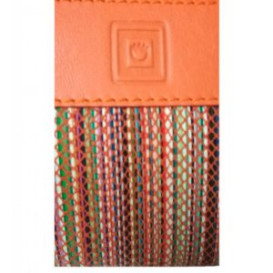 Monedero de piel de mujer confeccionado por la firmaCasanova y fabricado en España. Es un monedero de doble cremallera con acabados muy únicos. Es pequeño pero a la vez muy práctico. Disponible en varios colores.