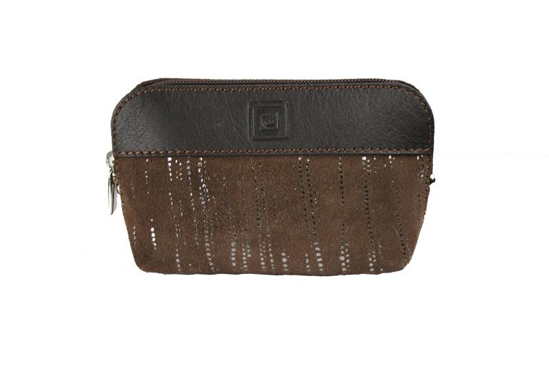 73b5de7b1 Monedero de piel de mujer confeccionado por la firma Casanova y fabricado  en España. Este