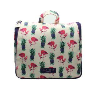Danielle nos vuelve a dejar claro por qué es el rey de las bolsas de aseo con este producto de la colección Flamingos.