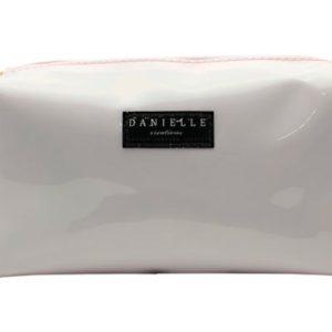 Danielle nos presenta la colección Royal Pooch con un neceser de un fino color blanco y adornado con lunares negros