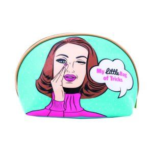 Neceser para mujercon un original diseño inspirado en el Pop Art fabricado por la marca británica Danielle. Este neceser de vinilo impermeable permite conservar seco su interior aún estando en ambientes tan húmedos con el baño. Podrás guardar todos tus cosméticos y maquillaje haciéndolo una pieza indispensable para tu make up.