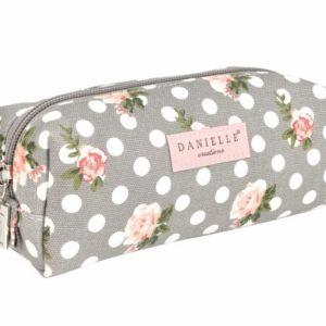 Neceser original de la colección Grey Small Vintage Roses para mujer de la marca británica Danielle. Es es estuche perfecto para las amantes del make up que te permite retocarte en cualquier lugar. Podrás guardar en él tus pinceles y brochas para maquillaje en un espacio muy reducido.