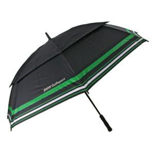 Paraguas BMW golf con franja reflectante. El paraguas perfecto para los amantes de la marca alemana de coches. Un paraguas de alta calidad y un tamaño golf para cubrir a más de una persona. Tiene varillas de fibra antiviento y un mango muy cómodo fabricado con goma eva que hace más cómodo su agarre. Además su interior tiene un filtro 100% contra los rayos UVA.