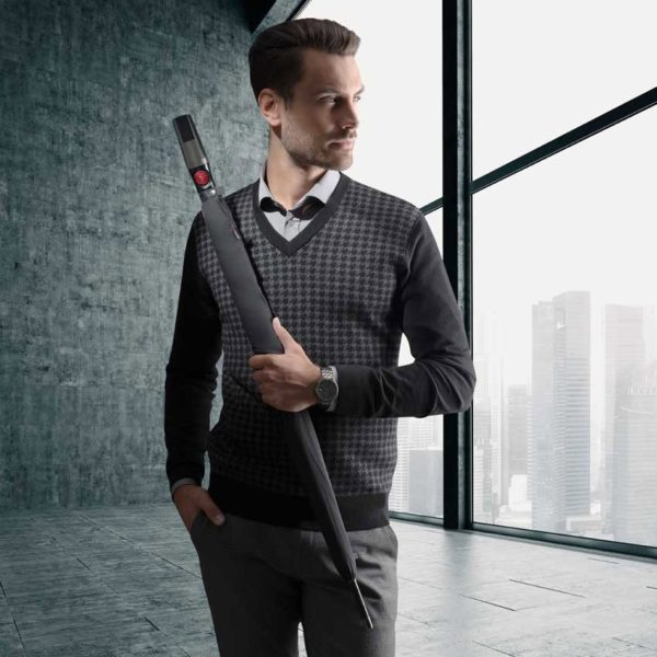 Paraguas golfde la firma alemana Knirps. La nueva colección T Series de la marca del punto rojo está concebida para hacernos la vida más fácil. Una apertura más suave
