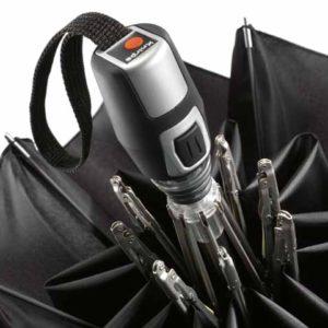 Este espectacular paraguas plegable de la marca alemana Knirps es el modelo T2 Duomatic. Con un mango elegante y cómodo además de antideslizante