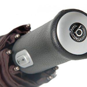 El paraguas plegable de Bugatti Gran Turismo XL  es lo suficientemente grande como para proteger a 2 personas y esta elaborado para soportar gran presión debido al empleo de materiales de alta calidad como aluminio endurecido
