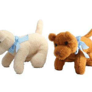 Perro de peluche de tacto suave que representa un ejemplar de labrador. Ideal para regalar a tus hijos